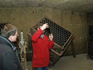 Demonstrating how sparkling wine is aged