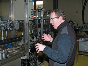 Wine Gift for a wine enthusiast. Visit of the wine bottling machines.