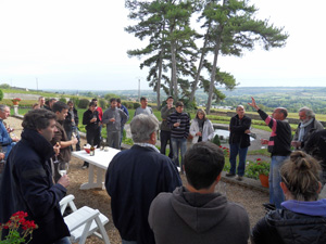 Wine tasting session of the Burgundy white and red wines from the Côtes de Beaune