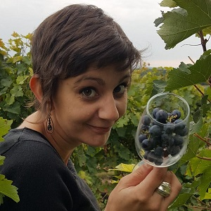Louise, our wine guide in the Loire Valley