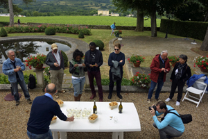 Wine tasting experience gift in an organic Burgundy vineyard