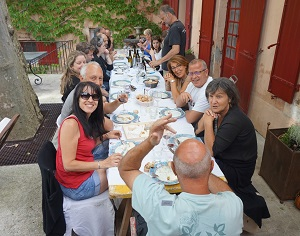 Winery visit, vineyard tour and winmakers' lunch in France